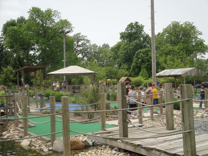 Chuck's Caddy Club Mini Golf